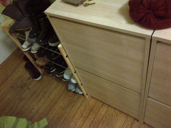 신발진열대와 여닫이 신발장 각각 $20
