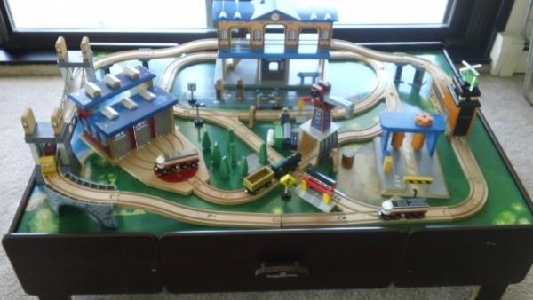 Imaginarium City Central Train Table set 입니다. 사진에 나온 트랙, 기차 세트 및 모든 악세사리 같이 포함입니다.사용한 지 1년 반 정도 됩니다. 한국으로 이사하게 되어서 급하게 처분하고자 합니다._$40
