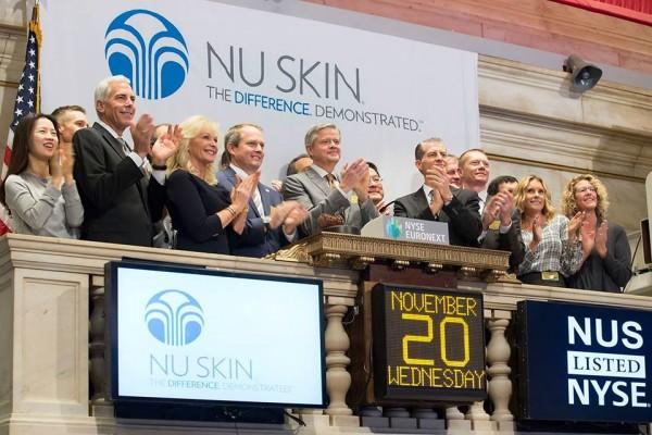 2013년 11월 뉴욕증시 오픈 타종식에 참석한 뉴스킨 엔터프라이즈