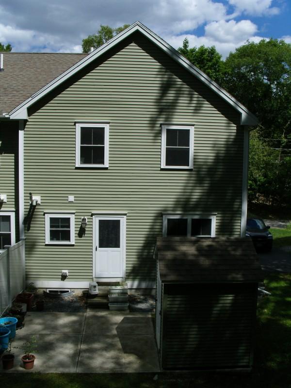 집 뒷마당 및 창고 View