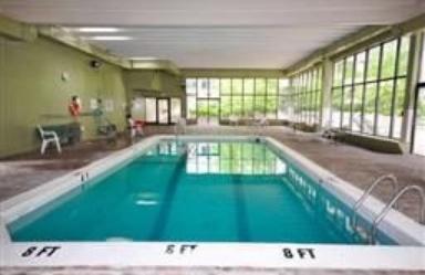 겨울에도 물 온도가 따뜻한 수영장