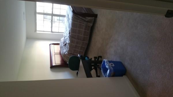 Bedroom 1 사진 (Bedroom 2도 똑같이 생겼읍니다)