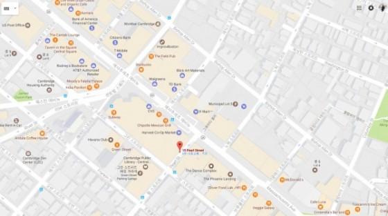 안녕하세요.  redline Central Square역 바로 앞에 위치한 아파트 서블렛 구합니다.   기간은 10월 1일부터 31일까지 한 달입니다. 아내랑 둘이서 살다가 아내가 한국으로 한 달 정도 가 있게 되었고, 저도 18일정도에 가서 31일에 돌아옵니다. 2주정도는 혼자서 1베드룸을 사용하신다고 보시면 됩니다.  구글 지도 보셔서 아시겠지만 Central Square역까지는 걸어서 1분이내 입니다. 보스턴 시내나 기타 다른 지역 이동하는 버스 및 교통 수단 편리합니다. 거의 시내라고 생각하셔도 될 것 같습니다.  또한 MIT나 Harvard대학은 지하철 한 정거장 내에 위치해 있습니다. 도보 3분이내의 주변에는 CVS, Starbucks, whole food, star market, Walgreen, dunkin donuts등을 비롯하여 우체국, 헬스장 등의 각종 편의 시설들 많이 있어 편리하실 겁니다. 무엇보다 한인 마트인 H Mart가 바로 길 건너에 있어서 한국 음식 생각나실 때 따로 시간 내실 필요 없이 퇴근 하실 때 바로 장 봐서 오시면 됩니다. 그리고 건물 바로 옆에 공공도서관이 있어 필요하시다면 각종 도서 및 DVD등을 대여 하실 수 있으며, 어학 강좌 같은 것도 무료로 수강 가능합니다.  화장실은 저랑 쉐어하여 사용하시면 되는데 방과 거실에 각각 들어가는 문이 있어 사용하시는데에 전혀 불편하시지 않을 겁니다. 주방용품 및 각종 필요하신 물품은 제 것 같이 사용하시면 될 것 같습니다.  세탁기는 간단한 속옷 빨래는 집안에서 가능하며 나머지는 지하에 동전 세탁기 사용하시면 됩니다.  렌트비는 인터넷, 전기, 기타 모든 비용 포함해서 950불정도 생각하고 있으며 디파짓은 500불 받고 나가실 때 특별한 일 없으면 그대로 돌려드리도록 하겠습니다. 렌트비는 추후 상황을 봐서 협상도 가능합니다.  기타 다른 문의사항이나 자세한 사진이 필요하시면 언제든지 아래 메일 부탁드립니다.  약속잡으시고 직접 방문도 가능합니다 :)  감사합니다.     nhcho1128@gmail.com