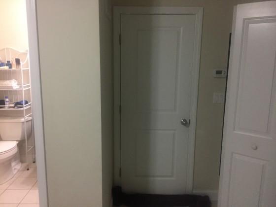 세탁실, 2층 계단으로 가는 문입니다.
