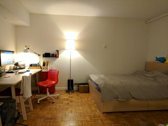부엌앞에서 침대쪽을 바라본사진