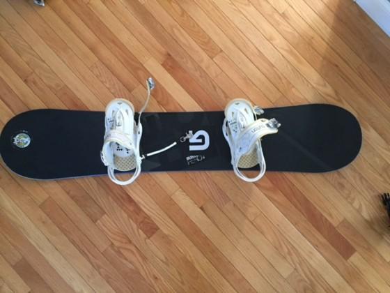 Burton snowboard and binding, length: 55.5inch (141cm)