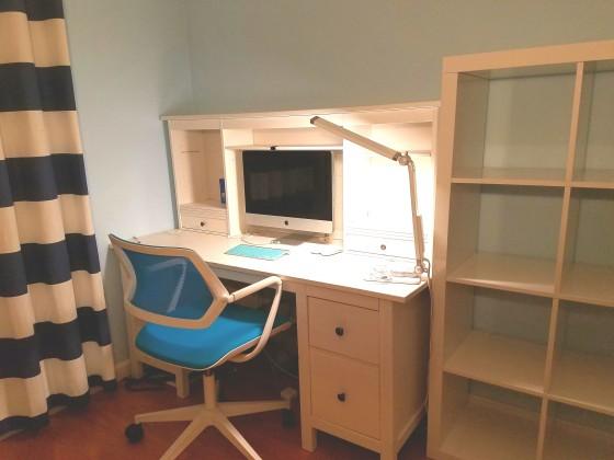 책상, 의자, 컴퓨터, LED 스탠드, 4X4단 책장 제공