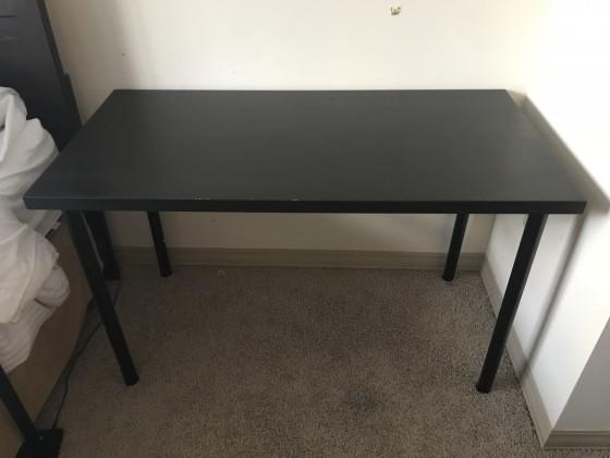 책상 혹은 식탁